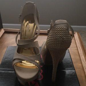 Nude open toe heel with gold design